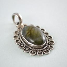 Labradorite silver pendant angle
